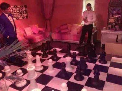 Giant-Chess-Kensington-Roof-Gardens-Fancyatreat